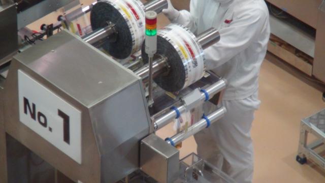 工場で働く